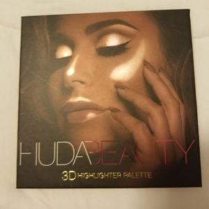 HUDA BEAUTY 3D HIGHLIGHTER PALETTE GOLD SANDS